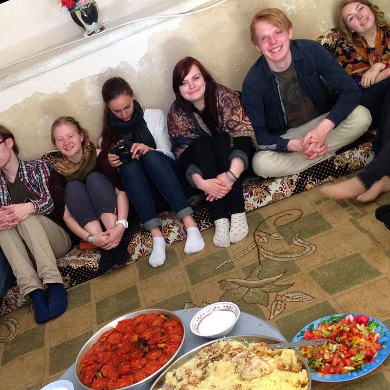 klasse får servert palestinsk mat